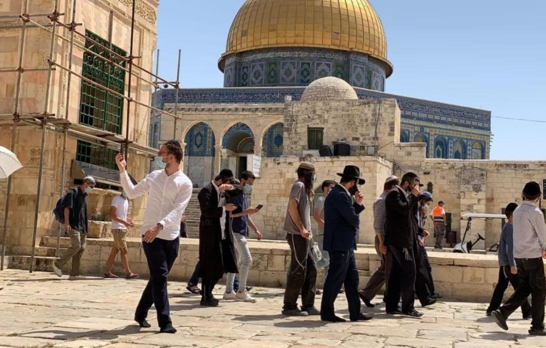 """مستوطنون """"إسرائيليون"""" يقتحمون الأقصى وسط استفزازات """"تلمودية"""" ضد المواطنين"""