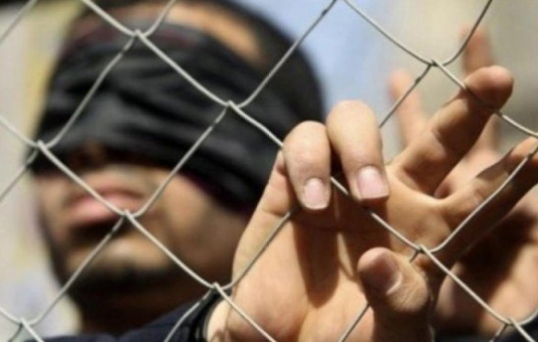 منهم أسير أمضى 18 عاما.. 4 أسرى يدخلون أعوامًا جديدة في سجون الاحتلال