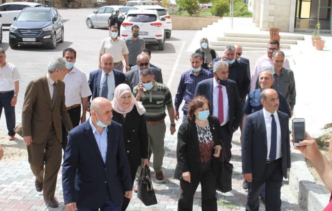 وفد وزاري فلسطيني يزور جامعة القدس المفتوحة في شمال قطاع غزة