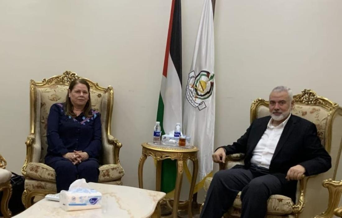 إسماعيل هنية يستقبل زوجة الأسير القائد مروان البرغوثي في القاهرة