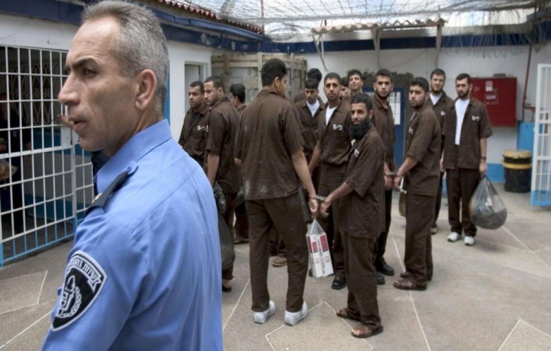 الاسرى داخل سجون الاحتلال.jpeg
