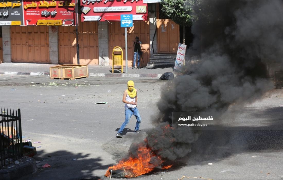 مواجهات بين الشبان وجنود الاحتلال في باب الزاوية وسط الخليل (3)