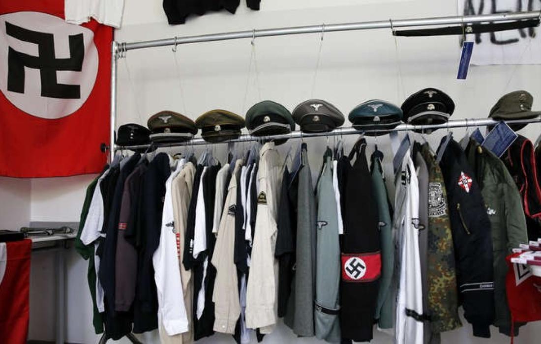 """القميص اسم """"فرقة الدبابات النازية"""""""