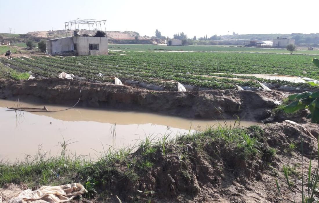 الاضرار التي لحقت باراضي المزارعين في شمال غزة