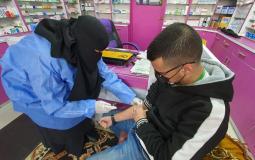 سحب عينات الدم لفحص الاجسام المناعية من فيروس كورونا في قطاع غزة (11).jpg