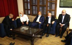 وفد حماس يصل لاستقبال رئيس المخابرات المصرية2.jpg