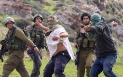 مستوطنون يعتدون على الفلسطينيين بحماية جيش الاحتلال (ارشيف)