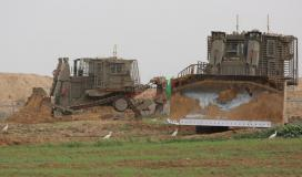 توغل لجرافات الاحتلال شرق خانيونس وتهديد المزارعين بإزالة محاصيلهم الزراعية (7).jpeg