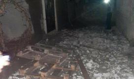 """صور: تضرر منزل لأحد المواطنين جراء استهدفه بقذيفة مدفعية """"اسرائيلية"""""""