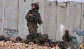 قوات الاحتلال تعتقل شابًا عند السلك الشائك جنوب قطاع غزة
