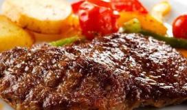 ستيك اللحم بصوص الثوم.jpg