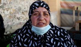 مريم صالحة 60 عاما مسنة فلسطينية تقوم بتجهيز حلويات القطايف لإعالة عائلتها