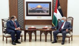 الرئيس عباس ورئيس المخابرات المصري.jpg