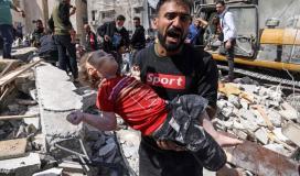 طفلة شهيدة جراء قصف الاحتلال الاسرائيلي على منازل المدنيين بغزة.jpg