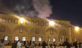 اندلاع حريق في محيط المسجد الأقصى وإصابة 4 شبان برصاص الاحتلال
