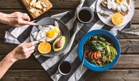 هل تخفّف القهوة والخضراوات من خطر الإصابة بكورونا؟
