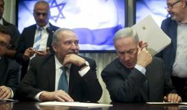 رئيس حكومة الاحتلال بنيامين نتنياهو ووزير الحرب افغدور ليبرمان