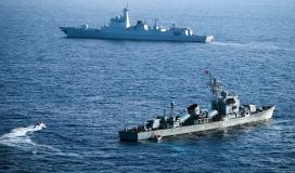 بارجة حربية في البحر الاحمر