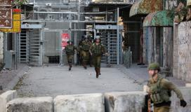 جنود الاحتلال على حاجز اسرائيلي