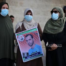 بالصور:مؤتمر صحفي لجمعية واعد أمام الصليب بغزة حول استشهاد المحرر حسين مسالمة