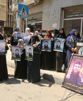 بالصور:العمل النسائي و مهجة القدس تنظم وقفة اسناد مع الاسرى المضربين في سجون الاحتلال