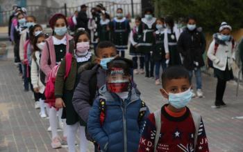 طلبة المرحلة الابتدائية في المدارس الحكومية يعودون لمدارسهم
