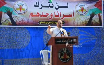 """بالصور:""""الجهاد الاسلامى"""" تقيم صلاة الجمعة أمام الصليب الاحمر بغزة نصرة لـ """"أسرى الجهاد"""" المضربين عن الطعام في سجون الاحتلال"""