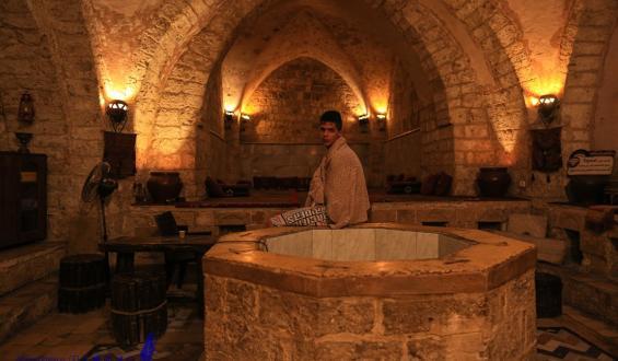 """""""حمام السمرة"""" معلم تاريخي ومزار طبي في قطاع غزة"""