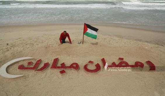بالصور:  غزة تتزين لاستقبال شهر رمضان المبارك
